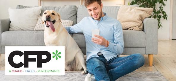 visuel homme assis par terre avec son chien et regardant son téléphone