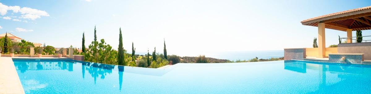 maison provençale avec piscine à débordement
